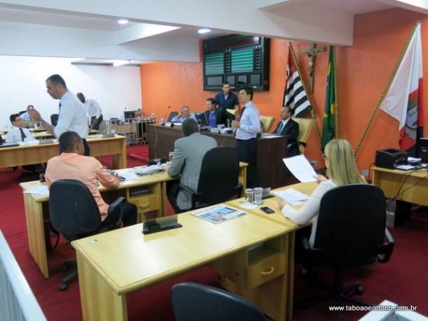 Vereadores se despedem em sessão antes de irem para a nova Câmara de Taboão da Serra.