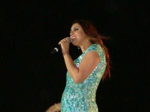 Paula Falcão canta no Rodeio de Taboão da Serra. (Foto: Tiago Eller)