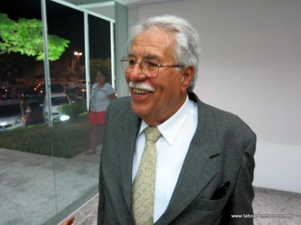 Ex-vereador de Taboão da Serra, Oscar Ferreira, acompanha a inauguração do novo prédio da Câmara.