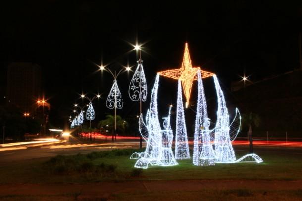 Decoração da Avenida Governador Franco Montoro é uma das atrações de Natal em Taboão (Foto: Ricardo Vaz / PMTS)