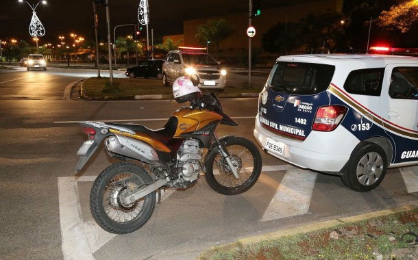 Policial é morto durante assalto em Taboão; um bandido também morreu e outro ficou ferido