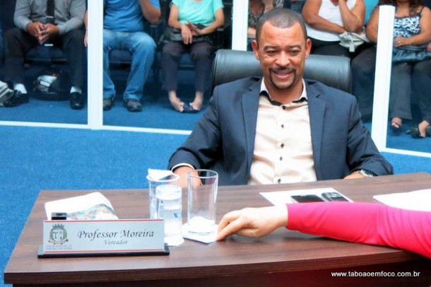 Grupo de vereadores acusa Professor Moreira de quebrar acordo na disputa pela presidência da Câmara Municipal.