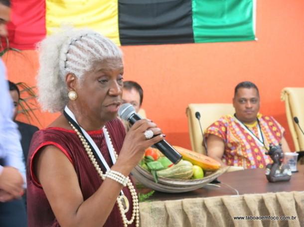 Medalha Zumbi dos Palmares já é entregue em Taboão da Serra desde 2014 com dezenas de homenageados, como a filha do poeta Solano Trindade, Raquel. (Foto: Arquivo)