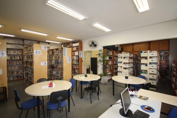 """Foto 01: Biblioteca municipal """"Castro Alves"""" passa por reforma e retorna as atividades no dia 19 de fevereiro (Foto: Ricardo Vaz / PMTS)"""