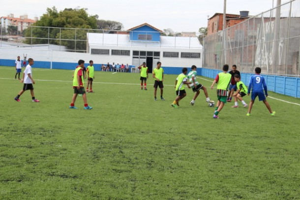 Escolinhas de futebol retornaram as atividades no dia 20 de janeiro e as inscrições podem ser feita no próprio Centro de Convivência (Foto: Ricardo Vaz / PMTS)
