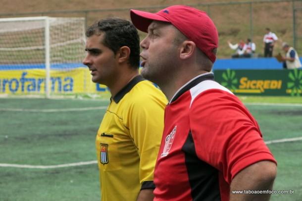 Ademir Fesan comemora vitória do Cats, mas fez questão de criticar a atuação do árbitro durante toda partida.