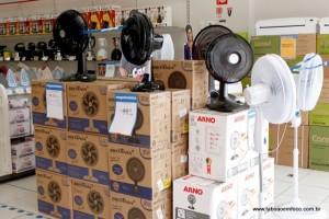 Consumidores correm atrás de ventiladores no comércio de Taboão.