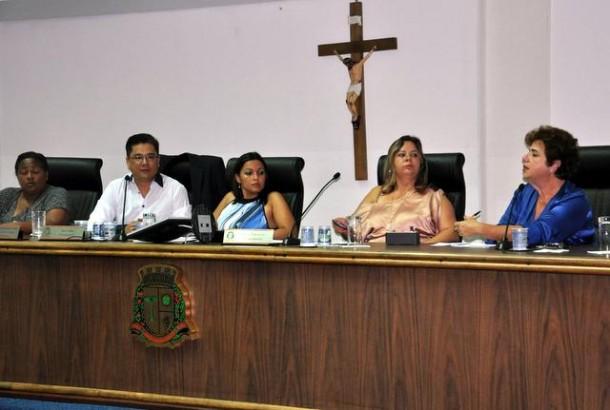 Audiência na Câmara de Taboão da Serra discutiu os casos de dengue e formas de prevenção. (Foto: Sandra Pereira)