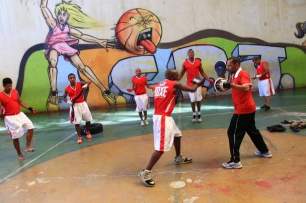 Aulas de boxe acontecem no CRJ – Centro de Referência da Juventude no Jardim Scândia (Foto: Ricardo Vaz - PMTS)