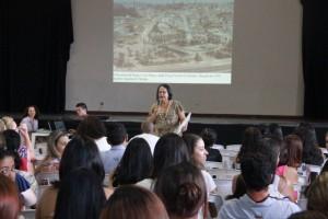 """Maria Cândida Delgado Reis coordenou o projeto do livro """"Cenas da Cidade"""" (Foto: Vera Sampaio / PMTS)"""