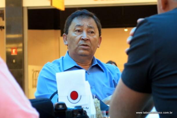 Aprígio durante coletiva de imprensa em que fez críticas a gestão do prefeito Fernando Fernandes.