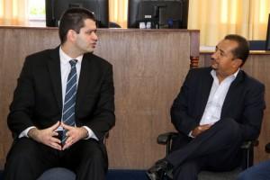 Juiz Guilherme Lamas e o presidente da Câmara de Taboão, Cido. (Foto: Divulgação / CMTS)