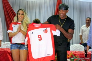 Viola ao ser apresentado na equipe do Taboão da Serra em março deste ano. (Foto: Arquivo)