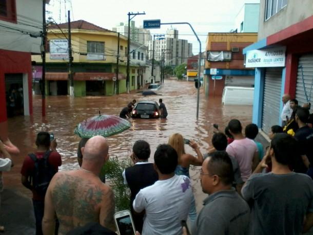 Região do Santa Luzia alagada após a forte chuva desta quinta (19). (Foto: Eduardo Annibali)