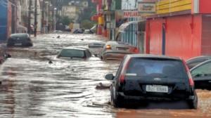 Rua José Soares de Azevedo, perto do Morro do Cristo, foi uma das mais atingidas em Taboão da Serra. (Foto: Vera Lima)