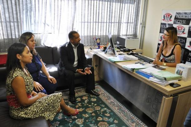 Reunião entre vereadores Joice Silva, Érica Franquini e Cido com a delegada da mulher Maria Aparecida Alves da Silva.