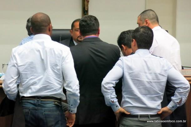 Discussão entre os vereadores de Taboão da Serra durante a sessão legislativa.