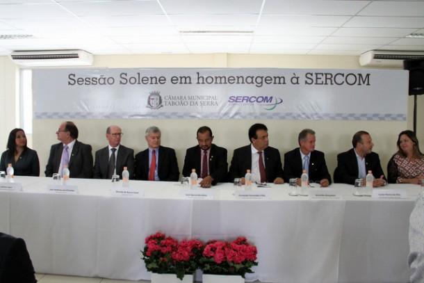 Vereadores de Taboão realizam sessão fora da Câmara em homenagem a diretores de empresa de telemarketing. (Foto: Cyntia Gonçalves / CMTS)