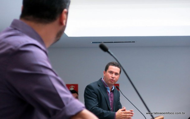 Líder do Governo na Câmara de Taboão, Eduardo Nóbrega, quer que pedidos de investigação contra o prefeito sejam 'barrados' antes de chegar no plenário.