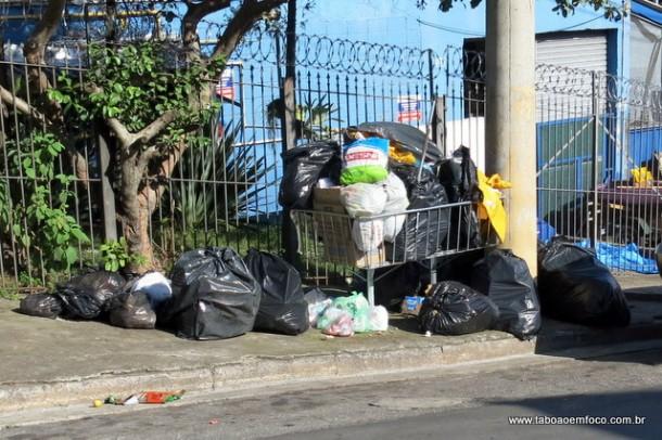 Lixo acumula em diversos bairros de Taboão da Serra com a greve dos garis e coletores. (Foto: Arquivo)