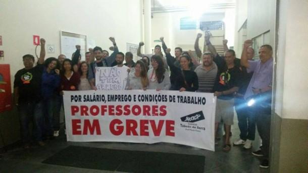 Diretoria de ensino de Itapecerica da Serra é ocupada por grevistas. (Foto: Reprodução)