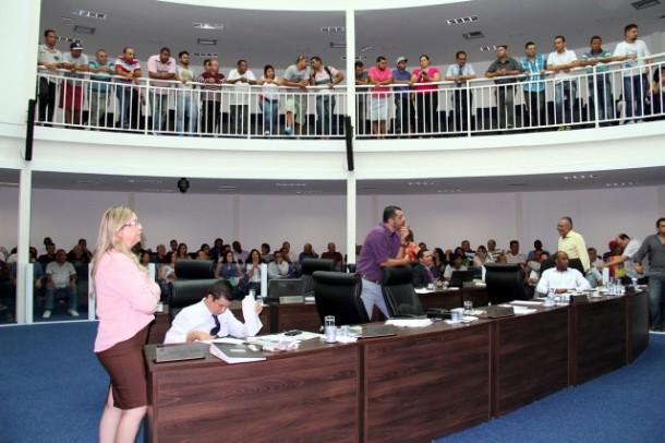 Galerias da Câmara de Taboão da Serra durante sessão tensa. (Foto: Cynthia Gonçalves / CMTS)