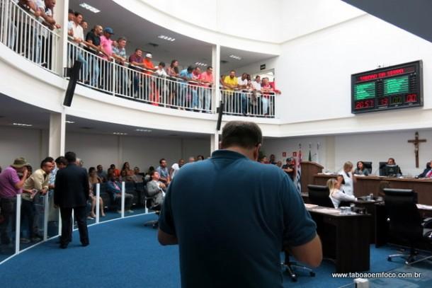 Sessão lotada na Câmara de Taboão da Serra em noite de muita briga entre governistas e oposição.