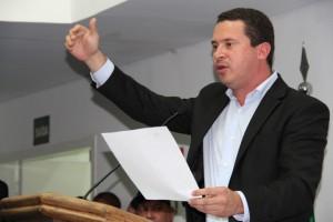 Líder do governo, Nóbrega apresenta defesa para justificar o não recebimento da denúncia. (Foto: Cynthia Gonçalves / CMTS)