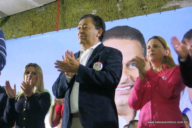 Ao lado de Aprígio nas eleições de 2014, Mara do Novo Record adere ao governo para ter mais chance na conquista de uma vaga na Câmara de Taboão em 2016. (Foto: Arquivo / Julho 2014)