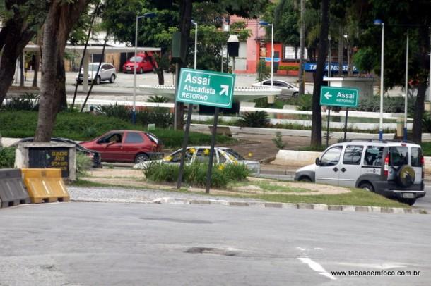 Placas irregulares que fez oposição pedir - de novo - abertura de processo de investigação contra o prefeito Fernando Fernandes.