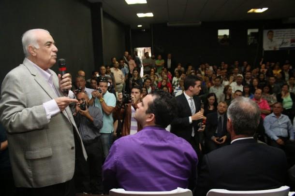 Em Embu das Artes, ministro Antonio Carlos Rodrigues apresenta as novas propostas de obras para a Rodovia Régis Bittencourt. (Foto: Divulgação - PMETEA)