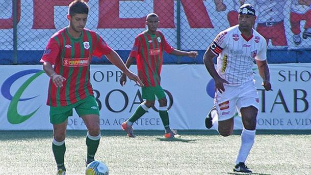 Viola marca duas vezes e Taboão empata com a Portuguesa Santista. (Foto: Alberto Ferreira / Assessoria Portuguesa Santista)