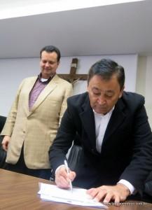 Aprígio assina ficha de filiação com garantia de legenda em 2016 para disputar a eleição municipal.