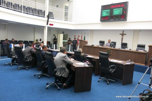 Vereadores aprovam lei que altera regras de contribuição da Previdência dos servidores.