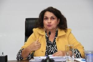 Diretora do Procon de Taboão da Serra, Vilma da Silva, diz que os consumidores procuram pouco o órgão para registrar as reclamações. (Foto: Cynthia Gonçalves / CMTS)