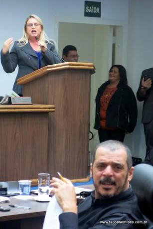 Os vereadores Luzia Aprígio e Marco Porta trocam farpas durante sessão.