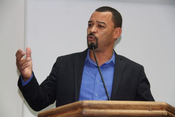 Professor Moreira diz que vai continuar na oposição apesar de convite do prefeito Fernando Fernandes. (Foto: Cynthia Gonçalves / CMTS)
