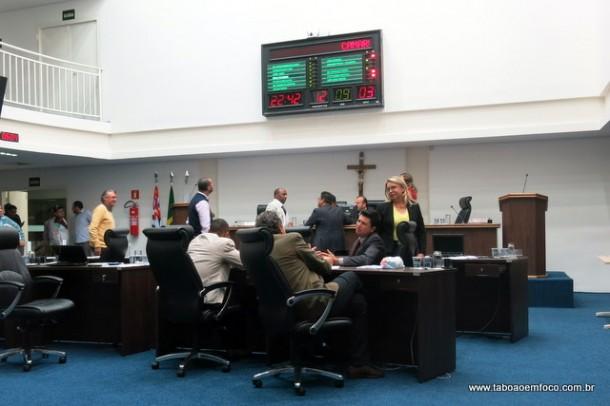 Vereadores de Taboão aprovam novo horário para as sessões legislativas: terça-feiras, 10h.