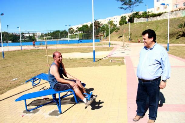 Moradores aprovaram o novo Parque Linear do Inocoop e agradeceram o prefeito Fernando Fernandes pelas melhorias (Foto: Ricardo Vaz / PMTS)