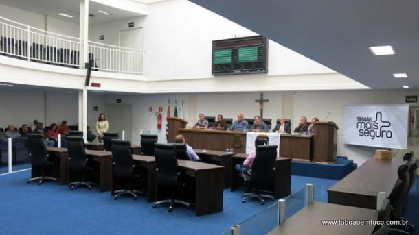 Na Câmara, políticos, sociedade e autoridades policiais discutem a segurança em Taboão.