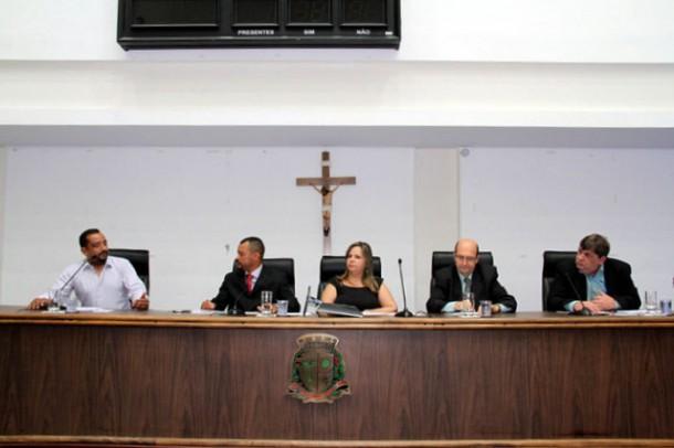 Audiência Pública na Câmara de Taboão da Serra discute os problemas de iluminação no município. (Foto: Cynthia Gonçalves / CMTS)