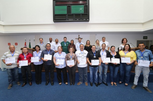 Vereadores e servidores da Câmara Municipal durante formatura da primeira turma da Escola do Legislativo. (Foto: Eduardo Toledo / CMTS)