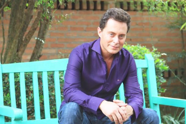 O cantor e radialista Fábio Teruel é conhecido pelas suas mensagens de cunho religioso e motivacionais