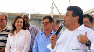 Prefeito Fernando Fernandes discursa durante entrega de Parque Linear.