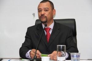 Professor Moreira preside a audiência em Taboão. (Foto: Cynthia Gonçalves / CMTS)