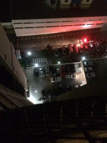 Criança morre em Taboão da Serra após cair de prédio; polícia investiga causas. (Foto: Reprodução)