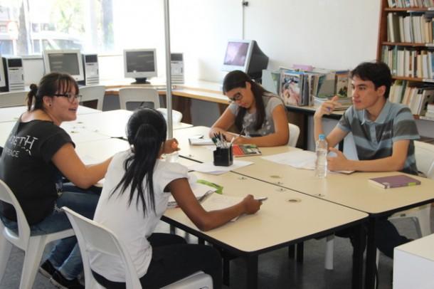 Oficina Literária em Taboão auxilia estudantes que vão participar da Fuvest 2015. (Foto: Flávia da Mata / PMTS)