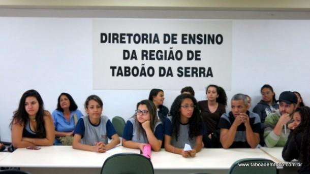 Comunidade escolar saiu insatisfeita com a reunião porque não foram consultados e o projeto já foi finalizado.