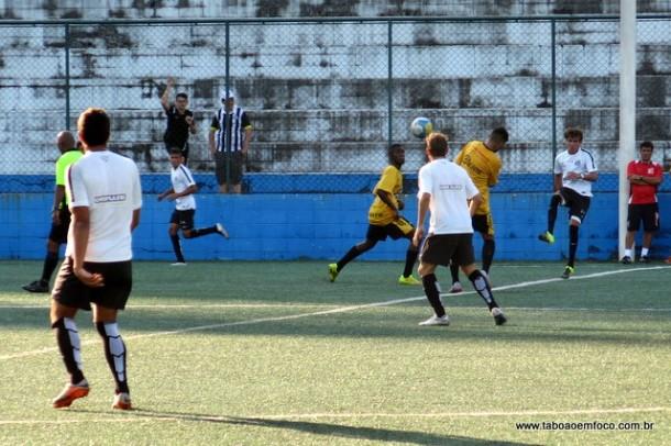 Taboão da Serra perde para equipe do Santos por 4 a 1. O jogo serviu de preparação para o jogo decisivo da Quarta Divisão do Paulista contra o São José.