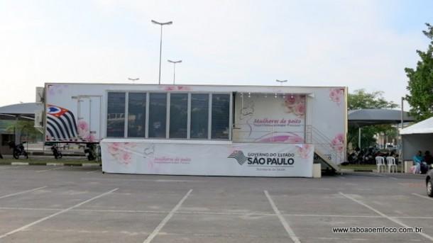 Carreta da mamografia no estacionamento do Shopping Taboão.